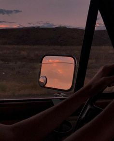 Orange Aesthetic, Sky Aesthetic, Summer Aesthetic, Aesthetic Vintage, Aesthetic Photo, Aesthetic Pictures, Aesthetic Drawing, Simple Aesthetic, Aesthetic Outfit