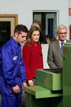 Princes Letizia visited the Arcos knives factory and the Labour University of Albacete.