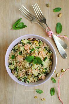 Cous cous con zucchine, salmone, pistacchi e menta - Dieta Vegetariana Vegetarian Couscous Recipes, Couscous Salad, Veggie Recipes, Gourmet Recipes, Salad Recipes, Vegetarian Recipes, Cooking Recipes, Healthy Recipes, Wok