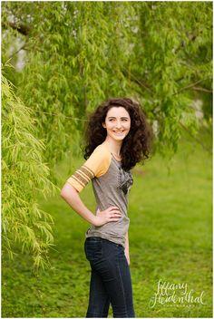 Senior Portraits - VCU college shirt - Tuckahoe Plantation - Tiffany Heidenthal Photography
