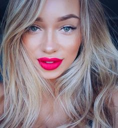 Beautiful bright lips, perfect for spring! Don't be afraid and take the plunge! Try Ilia Lipstick in Neon Angel