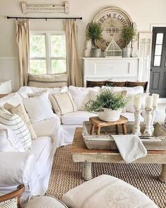 Best Shabby Chic Living Room Decor Ideas - Have smart thoughts when you want to decorate a room cheaply and nicely. Some people believe that redecorating a living room will involve a big budget. Living Room Decor Country, French Country Living Room, Shabby Chic Living Room, Shabby Chic Homes, Country Decor, Cozy Living, Small Living, Modern Living, Casas Shabby Chic