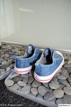 Tee itse kurasyöppö Vans Classic Slip On, Interior Design, Sneakers, Shoes, Villa, Future, Ideas, Decor, Homes