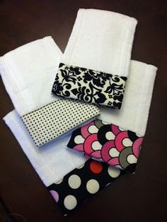 Sewing Ideas For Baby DIY Burp Clothes - 10 DIY Baby gifts Ideas for gifts for all the pregnant teachers I work with Diy Baby Gifts, Baby Crafts, Baby Shower Gifts, Baby Sewing Projects, Sewing For Kids, Sewing Crafts, Sewing Diy, Quilt Baby, Burp Cloth Tutorial