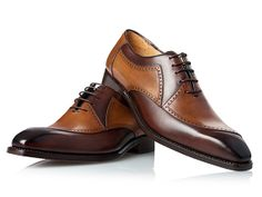 In addition to carefully selected shoe classics, our sale offers a wide range of men's shoes from previous collections at a discounted price. Oxford Shoes Outfit, Dress Shoes, Leather Fashion, Fashion Shoes, Quirky Shoes, Gentleman Shoes, Vogue Men, Italian Shoes, Travel Shoes