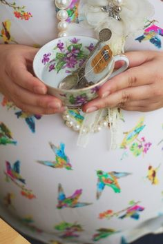 Alice in wonderland tea party and maternity session. Original!