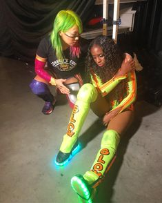 Asuka with Naomi backstage of Smackdown Black Wrestlers, Wwe Female Wrestlers, Wwe Divas, Naomi Wwe, Wrestlemania 29, Trinity Fatu, Wwe Womens, Wwe Superstars, Wrestling