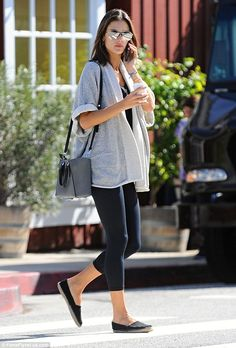 Casual elegance: Earlier in the day Alessandra visited the Brentwood Country Mart. She wore dark, spray-on leggings and a gorgeous grey pullover by CynJin Alessandra Ambrosio, Enjoy Girl, How To Roll Sleeves, Casual Elegance, Star Fashion, Women's Fashion, Chic Outfits, Sport Outfits, Girls Night Out