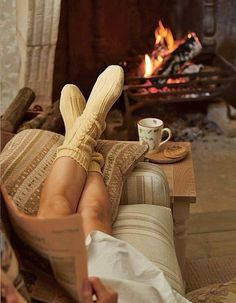 How hygge can turn winter into a happy time suffused with light, love, friendship and warmth. Visit Mocha now to learn all about hygge. Fall Inspiration, Positive Inspiration, Cocoon, Autumn Aesthetic, Cosy Aesthetic, Belle Photo, Warm And Cozy, Stay Warm, No Time For Me