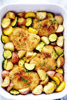 One Pan Crispy Parmesan Garlic Chicken with Vegetables will be one of the best one pan meals you ever make. The tender and juicy baked chicken have the best crispy parmesan garlic coating and the veggies are full of amazing flavor! Are you guys ready f Juicy Baked Chicken, Garlic Chicken, Crispy Chicken, Baked Chicken With Potatoes, Baked Chicken Meals, Chicken Squash, Chicken Potato Bake, One Pan Chicken, Broccoli Chicken