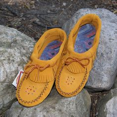 Ladies Authentic Ankle High Outdoor Moccasin Shoes with Stylish Fringe - 166XX