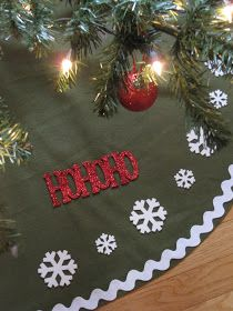 tree skirt made from fleece blankets Diy Christmas Tree Skirt, Diy Christmas Gifts, Family Christmas, All Things Christmas, Christmas Holidays, Christmas Decorations, Christmas Ornaments, Christmas Ideas, Holiday Ideas