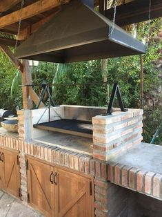 Barbecue Design 2020 – How long do you let charcoal burn before cooking? - Home Ideas Rustic Outdoor Kitchens, Outdoor Kitchen Patio, Outdoor Kitchen Design, Outdoor Patios, Outdoor Rooms, Outdoor Living, Barbeque Design, Grill Design, Parrilla Exterior