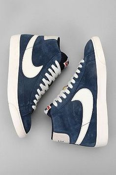 Usando material de jean para criar uma marca de sapato nike... Amei isso
