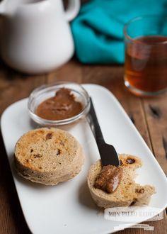 Snelle kaneel-rozijn paleo ontbijt broodjes