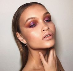 Glam make-up smokey eyes bold lipstick and nail art. Beautiful natural makeup makeup ideas beauty skincare skincare tips best acne treatments Glamorous Makeup, Glam Makeup, Skin Makeup, Makeup Light, Contouring Makeup, Makeup Salon, Highlighter Makeup, Makeup Cosmetics, Beauty Make-up