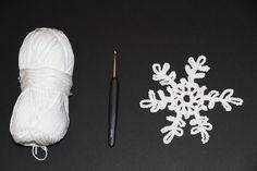 Weihnachtsdeko nicht kaufen, sondern häkeln- das geht mit der Anleitung von Häkel-Trainerin Ruta! In der bebilderten Anleitung lernst du, die hübschen Schneeflocken slebst zu häkeln!