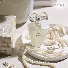Avon Rare Pearls Eau de Parfum Spray is a shimmering floral with a pre heart of magnolia and sparkling plum. New design-same favorite scent. Shop now! Perfume Glamour, Avon Perfume, Perfume Bottle, Perfume Good Girl, Online Shopping, Perfume Diesel, Shops, Perfume Collection, Fragrance
