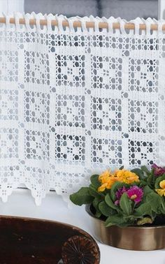 Ideas for crochet patrones cortinas Filet Crochet, Crochet Borders, Crochet Squares, Thread Crochet, Love Crochet, Easy Crochet, Crochet Stitches, Crochet Curtain Pattern, Crochet Curtains