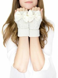 Ivory Bow Mittens  <3 SO cUte!
