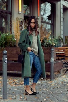Women's street style, casual women's outfit, fall outfit, long green peacoat, jeans, kitten heels, sweater
