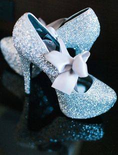 I MUST HAVE these shoes for @CinderellaMovie  #CinderellaEvent wow just wow!  https://www.pinterest.com/pin/240661173812336023/ …