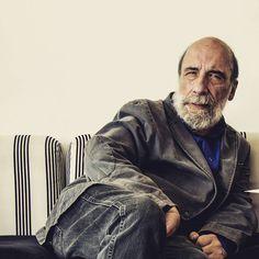 Hace una semana tuve la oportunidad de conocer a Raúl Zurita. No sé porqué este señor me recuerda tanto a mi abuelo. Tomé unas cuantas fotos para una entrevista en la barra espaciadora.  http://ift.tt/1PUnKje