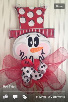 Such a cute expression on this Snowman's face. Christmas Door, Christmas Snowman, Winter Christmas, Christmas Signs, Christmas Wreaths, Christmas Decorations, Christmas Ornaments, Burlap Projects, Burlap Crafts