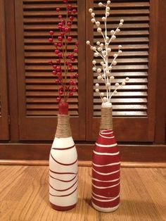 Wine bottle decor for the holidays! Spray paint wine bottles a solid color, then use rubber bands to create a striped pattern and spray paint the opposite color. I wrapped jute around the necks and secured with hot glue. Wine Bottle Art, Painted Wine Bottles, Diy Bottle, Wine Bottle Crafts, Bottles And Jars, Mason Jar Crafts, Wrapped Wine Bottles, Christmas Wine Bottles, Bottle Painting