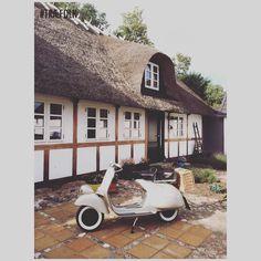 Bindingsværk lavet i egetræ hjemme hos TRÆFOLK  #TRÆFOLK #bindingsværk #håndværk #dansk #renovering #vespa #sommer #detaljer #snedker