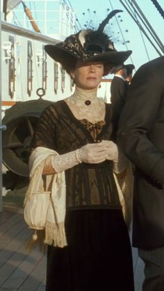 """Frances Fisher in """"Titanic""""- Hat designed by Josephine Willis. Edwardian Costumes, Edwardian Dress, Edwardian Era, Edwardian Fashion, Victorian Women, Titanic Costume, Titanic Dress, Titanic Movie, Rms Titanic"""