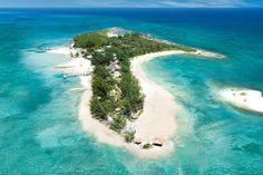 Sandals Royal Bahamian Spa Resort & Offshore Island, Nassau, Bahamas - Os hóspedes desse resort de cinco estrelas têm a oportunidade de desfrutar das belas praias de areia branca, bem como de 10 restaurantes e oito bares, que apresentam uma variedade de sabores da culinária oriental a italiana. Os casais em lua de mel são recebidos com uma garrafa de champanhe, pétalas de rosa no quarto, e um café da manhã na cama. O destaque do resort é uma ilha isolada privada, que é particularmente…