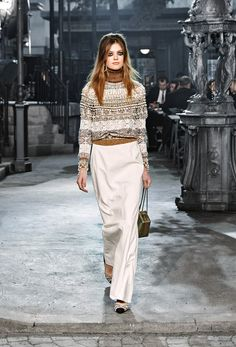 The latest fashion shows, ready-to-wear & accessories collections and Haute Couture on the CHANEL official website