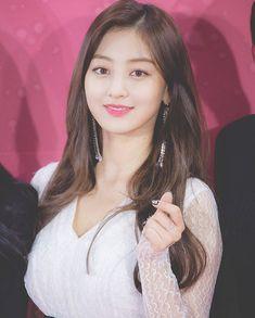 Jihyo - Twice Nayeon, Kpop Girl Groups, Korean Girl Groups, Kpop Girls, Asian Woman, Asian Girl, Sana Momo, Jihyo Twice, Twice Kpop