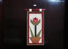 panô em patchwork, estruturado com manta acrilica,  quiltado  e forrado em algodao cru, R$ 30,00