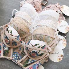 Jolie Lingerie, Lingerie Outfits, Pretty Lingerie, Bridal Lingerie, Lingerie Set, Women Lingerie, Luxury Lingerie, Sacs Louis Vuiton, Jugend Mode Outfits