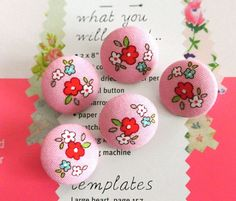 Fabric Buttons, Covered Buttons, Floral Buttons, Retro Buttons, Flower Button, Flat Backs, Rose Buttons, Pink Red Buttons, 0.8 Inches 5's
