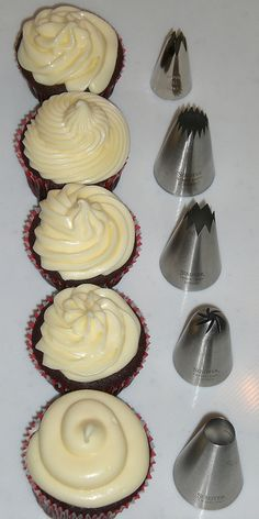 Cupcake Secrets from an Urban Bakery ~ 7 Valuable Cook's Tips . day Cupcake Secrets from an Urban Bakery ~ 7 Valuable Cook's Tips . Cupcake Frosting Tips, Icing Tips, Frosting Recipes, Cupcake Recipes, Cupcake Cakes, Dessert Recipes, Bakery Style Frosting Recipe, Fondant Cakes, Cup Cakes