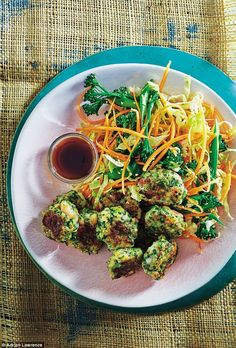 food exclusive: Thai prawn cakes with Asian coleslaw and soy dip 800 Calorie Diet Plan, Low Calorie Recipes, Diet Recipes, Cooking Recipes, Healthy Recipes, Asian Coleslaw, Blood Sugar Diet, Good Sources Of Protein
