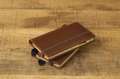 The Luxury Pocket Book for iPhone 6 & by Pad & Quill features full grain American leather and a wood cradle to hold your phone securley in place. Iphone Leather Case, Iphone Wallet Case, Iphone 7, Iphone Cases, Leather Wallet, Apple Iphone, Custom Leather, Leather Craft, Zip Around Wallet
