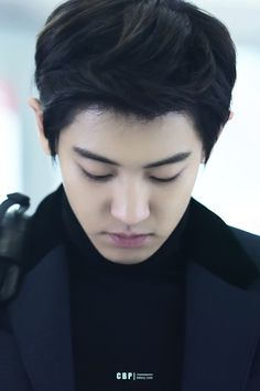 Chanyeol - 151029 Beijing Airport, departing for Incheon - 1/6 Credit: ChanBaekPeers. (베이징공항 출국)