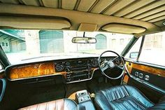 The simple of the 1977 vintage Rolls Royce