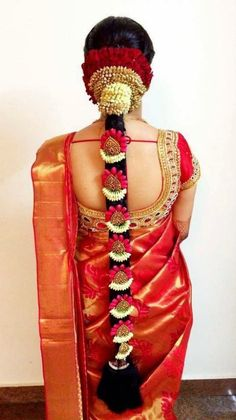 Ideas south indian bridal saree blouse bollywood for 2019 South Indian Wedding Hairstyles, Bridal Hairstyle Indian Wedding, Indian Bridal Makeup, Indian Hairstyles, Bride Hairstyles, Saree Hairstyles, Hair Wedding, South Indian Hairstyle, Flower Hairstyles