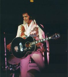 Elvis Sightings, Kenpo Karate, Graceland Elvis, Elvis Presley Images, Elvis In Concert, Photos Du, Belle Photo, Rey, Martial Arts