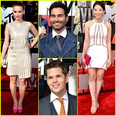 Holland Roden keeps it hot on the red carpet with hot pink heels at the 2014 MTV Movie Awards held .. love this show !!!.
