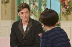 『徹子の部屋』ゲストの玉木宏(左)、司会の黒柳徹子(右)(1) (C)テレビ朝日