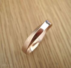 Wedding Ring, Mobius Wedding Band, Wide Mobius Wedding Band, Modern Infinity Mobius Strip Ring, Rose Gold Mobius Wedding Band Exclusive to Benati. Mobius wedding ring crafted in solid rose gold in approx. width - a beautiful meaning Celtic Wedding Rings, Wedding Rings Simple, Beautiful Wedding Rings, Wedding Rings Rose Gold, Wedding Rings Vintage, Unique Rings, Vintage Rings, Wedding Bands, Gown Wedding