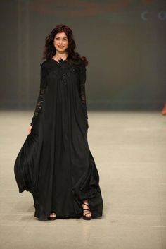 Very feminine abaya I'm beginning to really love the color black