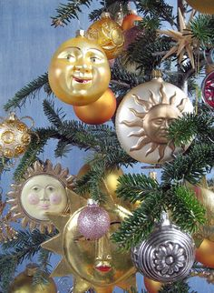 Summer solstice tree, The Decorated Tree (of Life): here comes the sun Merry Christmas, Vintage Christmas, Christmas Holidays, Christmas Bulbs, Pagan Christmas Tree, Christmas Ideas, Bohemian Christmas, Woodland Christmas, Holiday Tree