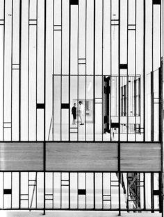 Gösta Åbergh Konstfackskolan (university college of arts, crafts and design) in stockholm, 1959 Screen Design, Gate Design, Detail Architecture, Interior Architecture, Partition Design, Partition Walls, Metal Screen, Deco Design, Bauhaus